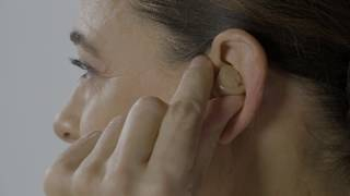 How to remove an Oticon Opn™ ITC/ITE from ear